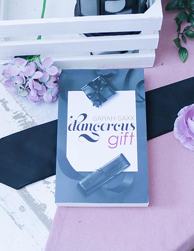 Dangerous gift - Sarah Saxx - Cover